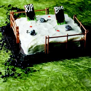 Graveyard Cake http://www.hub-uk.com/interesting03/phil-vickery-halloween.htm