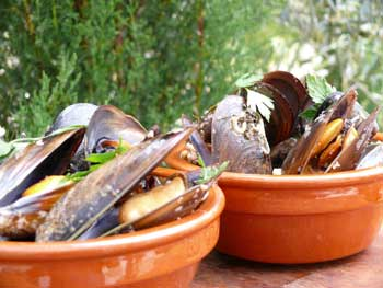 Amoroso Mussels with Almonds