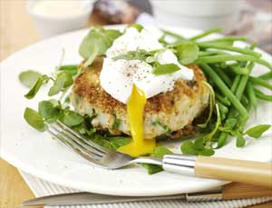 INDIVIDUAL TURKEY BUBBLE & SQUEAK CAKES WITH POACHED EGGS