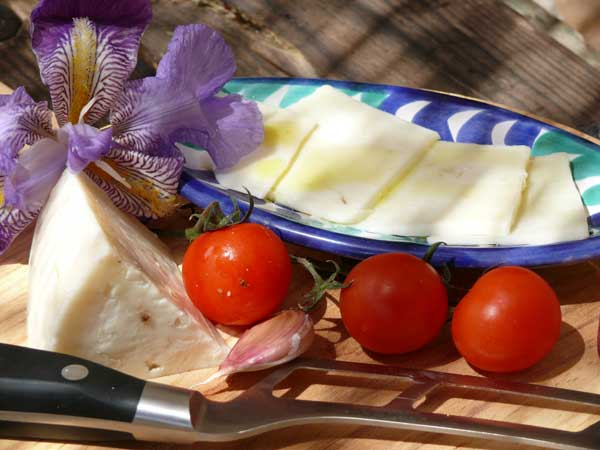 Spanish Goat's Cheese with Garlic