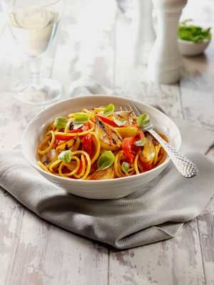 Spaghetti with Shallot, Red Pepper and Red Pesto Sauce